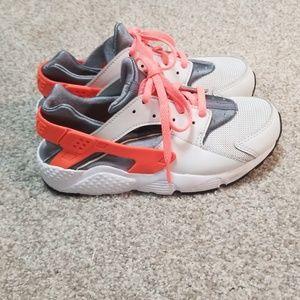 Girl's Nike Huarache Size 2y